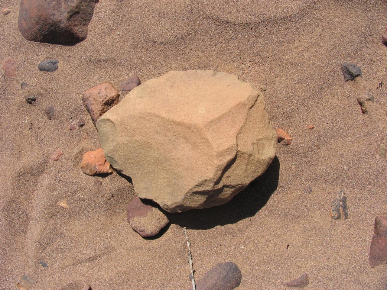 Outil paléolithique 66